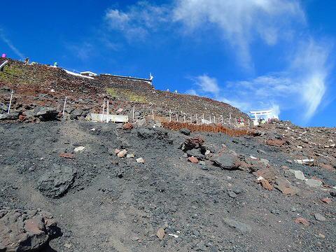 富士山頂が見えてきた